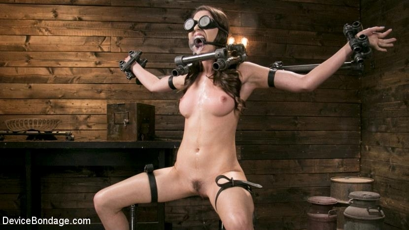 DeviceBondage - Melissa Moore - Newcomer Melissa Moore Submits to Screaming Bondage (2017/HD/1.58 GB)