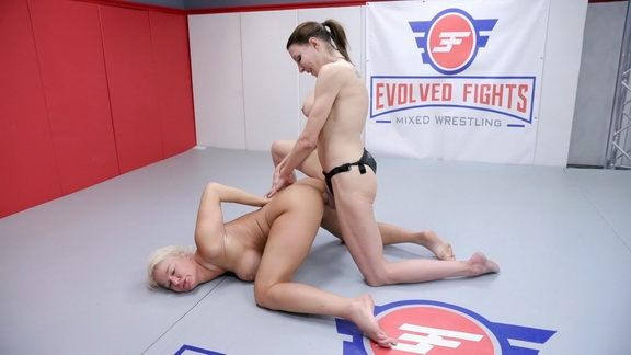 Evolvedfightslez - Agatha Delicious, London River - BDSM (2020/FullHD/2.59 GB)