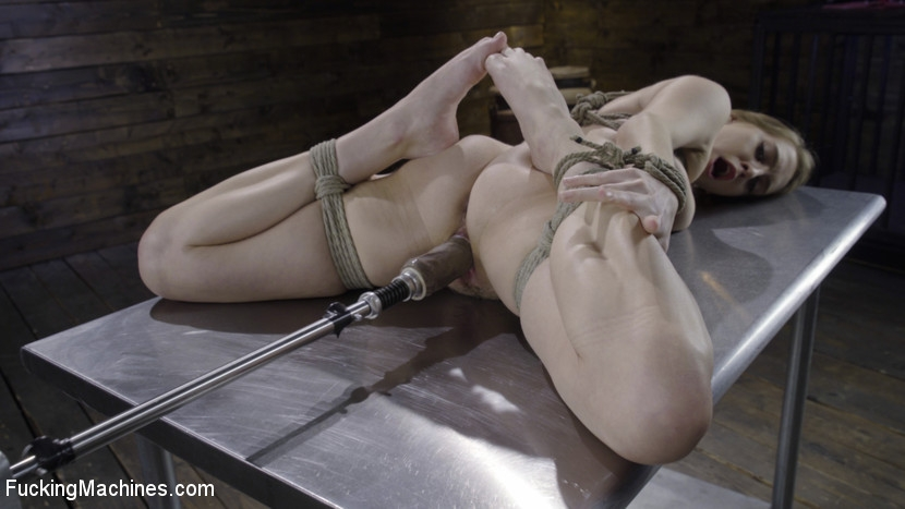 FuckingMachines - Cadence Lux - BDSM (2020/HD/1.41 GB)